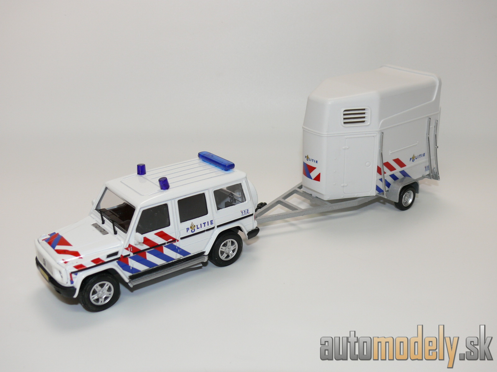 Cararama - SET Mercedes-Benz G-Class Civilian Police Car The Holandsko + Horse Trailer Holandská polícia - 1:43