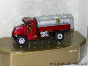 "Matchbox Yesteryear - 1923 Mack AC ""50 Years of Matchbox 1952-2002"""