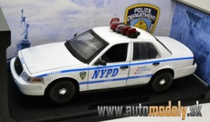 "Greenlight - 2001 Ford Crown Victoria ""NYPD Police"" - 1:18"